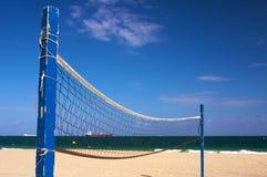Red de la bola del voleo de la playa Imagenes de archivo