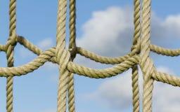 Red de la cuerda usada para subir de los niños Foto de archivo