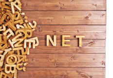 Red de la palabra hecha con las letras de madera Fotos de archivo