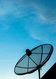 Red de la tecnología de comunicación del cielo de la antena parabólica Fotografía de archivo libre de regalías
