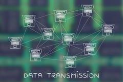 Red de ordenadores con el un montón de conexiones, transmisión de datos Foto de archivo libre de regalías