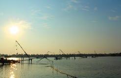 Red de pesca china en la opinión de la tarde Fotografía de archivo