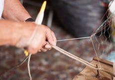 Red de pesca de fabricación Fotos de archivo libres de regalías