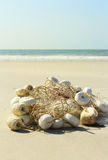 Red de pesca por la playa Fotografía de archivo libre de regalías