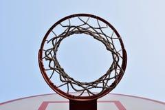 Red del baloncesto en el cielo Fotografía de archivo libre de regalías