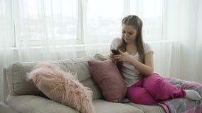 Red del social de los apps del teléfono del desarrollo de tecnología almacen de video