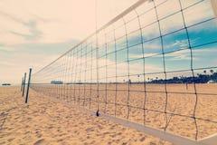 Red del voleibol de playa en la orilla de Santa Barbara Fotos de archivo libres de regalías