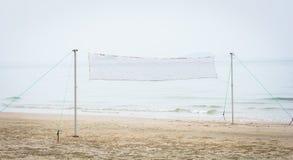 Red del voleibol de playa en la playa fotografía de archivo libre de regalías