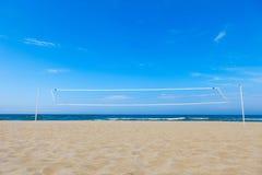 Red del voleibol en la playa Fotografía de archivo libre de regalías
