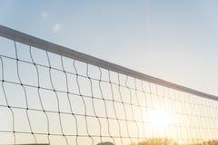 Red del voleibol del primer en el parque de comunidad en América Imágenes de archivo libres de regalías