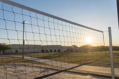 Red del voleibol del primer en el parque de comunidad en América Imagen de archivo
