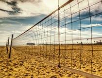 Red del voleo de la playa en la orilla de Santa Barbara Imagen de archivo