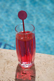 Red drink at the pool Royalty Free Stock Photos