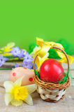 Red easter egg in basket Stock Photography