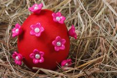 Red easter egg decorated with pink flowers Stock Photography