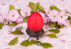 Red egg on floral background Royalty Free Stock Photos