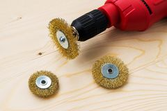 Free Red Electric Drill And Three Round Metal Wire Brushes For Cleaning Of Metal And Wood And Remove Rust Over Rough Wooden Surface. Stock Photography - 163908762