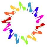 red för ben för olika häl för fot för bakgrundscloseupen shoes hög isolerad gymnastikskosportar två slitage vita kvinnakvinnor Fotografering för Bildbyråer
