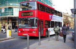 red för bussdäckaredouble arkivfoton