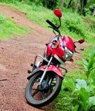 red för cykelhjältehonda motor Arkivbilder