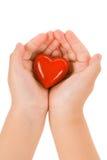 red för handhjärtaholding royaltyfri fotografi