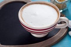 red för kaffekopp Top beskådar arkivbild