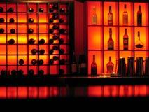 red för nattklubb för stångflaskor glödande Fotografering för Bildbyråer