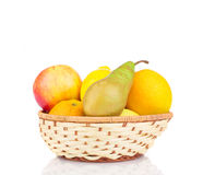 red för persikor för apelsiner för kiwien för druvor för frukter för bowen för äpplebascketkorgen band gnäggandet Royaltyfria Foton