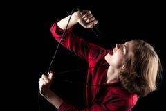 Red Flannel Shirt modelo que mira para arriba cantante fotos de archivo