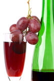 Red grape with bottel of vine Royalty Free Stock Photos