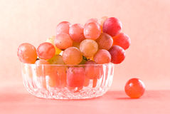 Red grape fruit in glass bowl Royalty Free Stock Photos