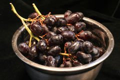 Red grapes in bowl Royalty Free Stock Images