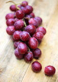 Red grapes on old wood table Royalty Free Stock Images