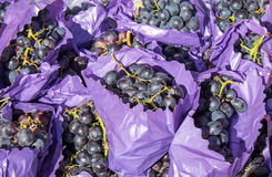 Red grapes for sale Royalty Free Stock Photos
