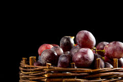 Red grapes in a wicker basket Royalty Free Stock Photos