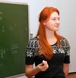 Red-haired девушка в типе математики стоковое фото rf