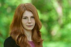 Red-haired красивейшая молодая женщина стоковые изображения rf