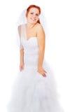 Red-haired невеста представляя в платье венчания стоковые фотографии rf