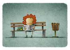 Red-haired businesswoman reading newspaper on bench Royalty Free Stock Images