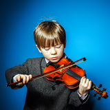 Red-haired preschooler boy with violin, music concept Stock Photography
