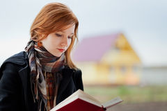 Red-head girl reading Royalty Free Stock Photography