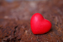 Red heart on wooden board Royalty Free Stock Photos