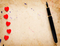 Red hearts and fountain pen Royalty Free Stock Images