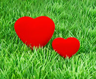 Red hearts on the green grass Royalty Free Stock Photos