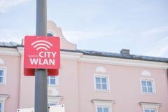 red inalámbrica (WLAN) de la ciudad de Komro Fotografía de archivo