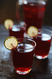 Red juice with lime slices Royalty Free Stock Photos