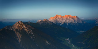Red mountain peaks of sunset sun Royalty Free Stock Photos