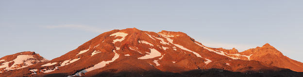 Red mountains in Tongarino National Park Royalty Free Stock Photos