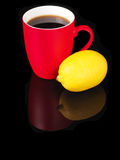 Red mug with lemon and reflection on black background Royalty Free Stock Images