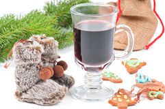 Red mulled wine and different decorations Stock Photography